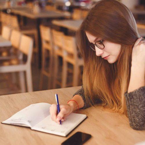 teen-woman-studying